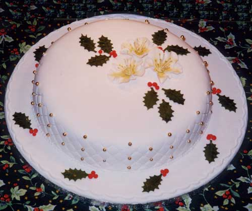 Christmas Cake Decoration Holly : Miranda Roberts Cakes: Wedding Cakes, Birthday Cakes and ...